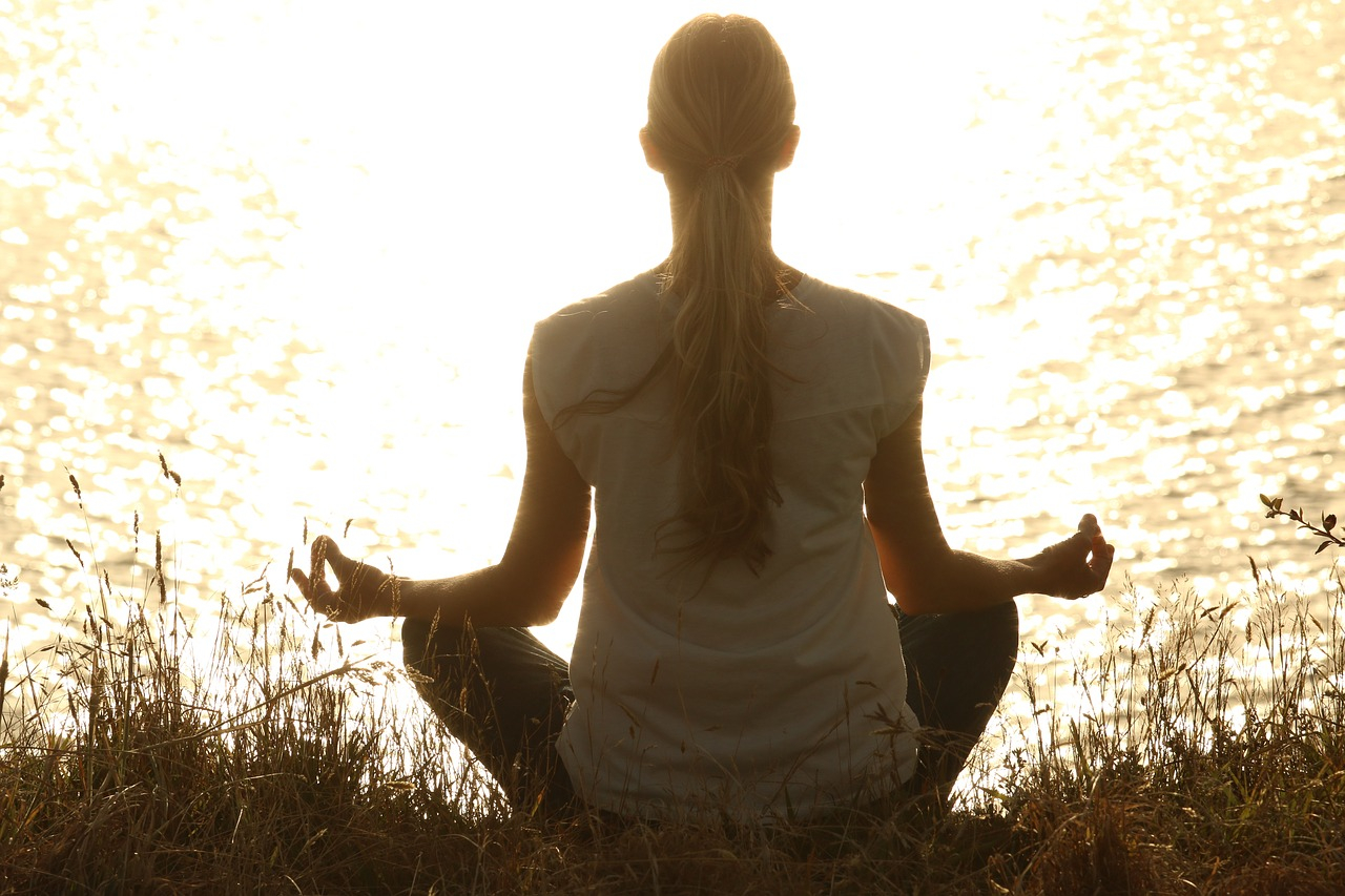Kvinde mediterer